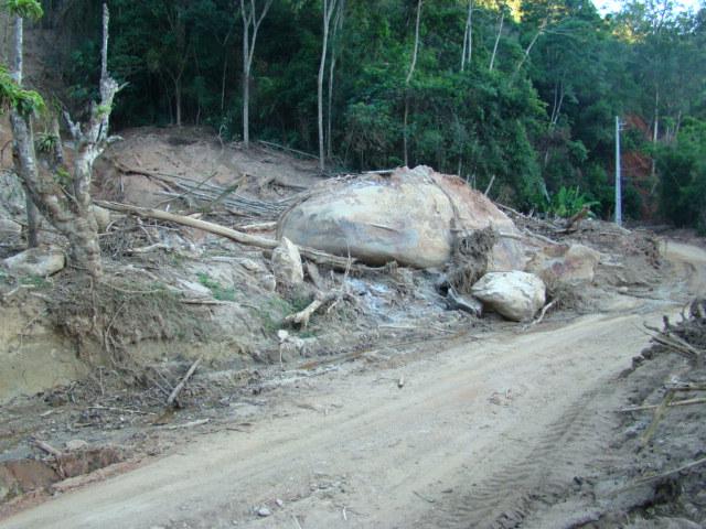 Estrada Min Salgado Filho encurtada e com muitos obstáculos